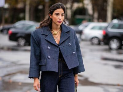 What Color to Associate with a Navy Blue Dress